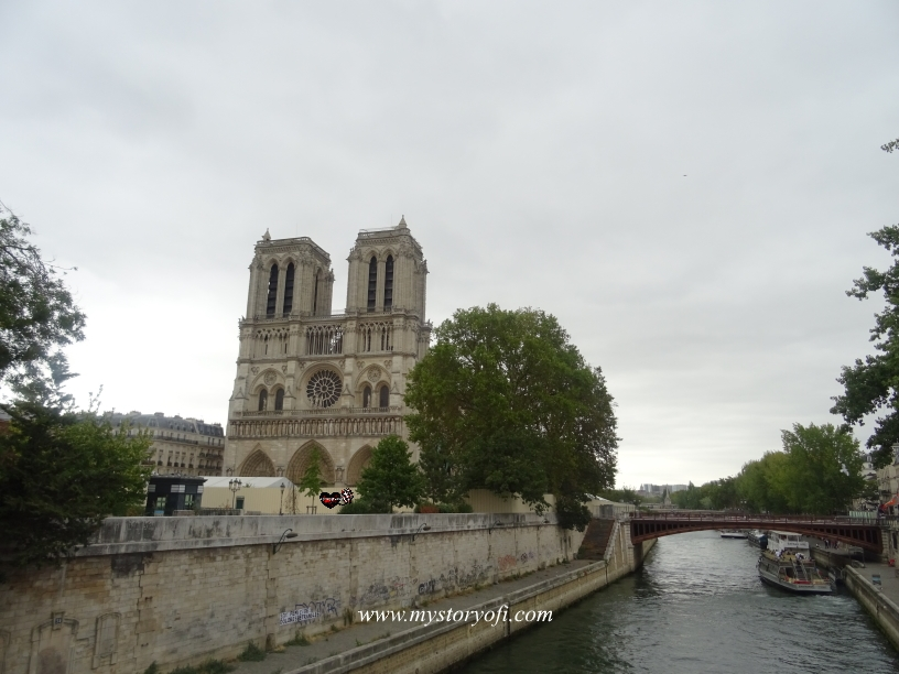 Front view of the Cathedrale Notre-Dame in Paris